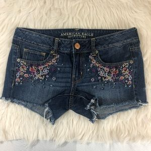 American Eagle Embroidered Jean Shorts Size 6
